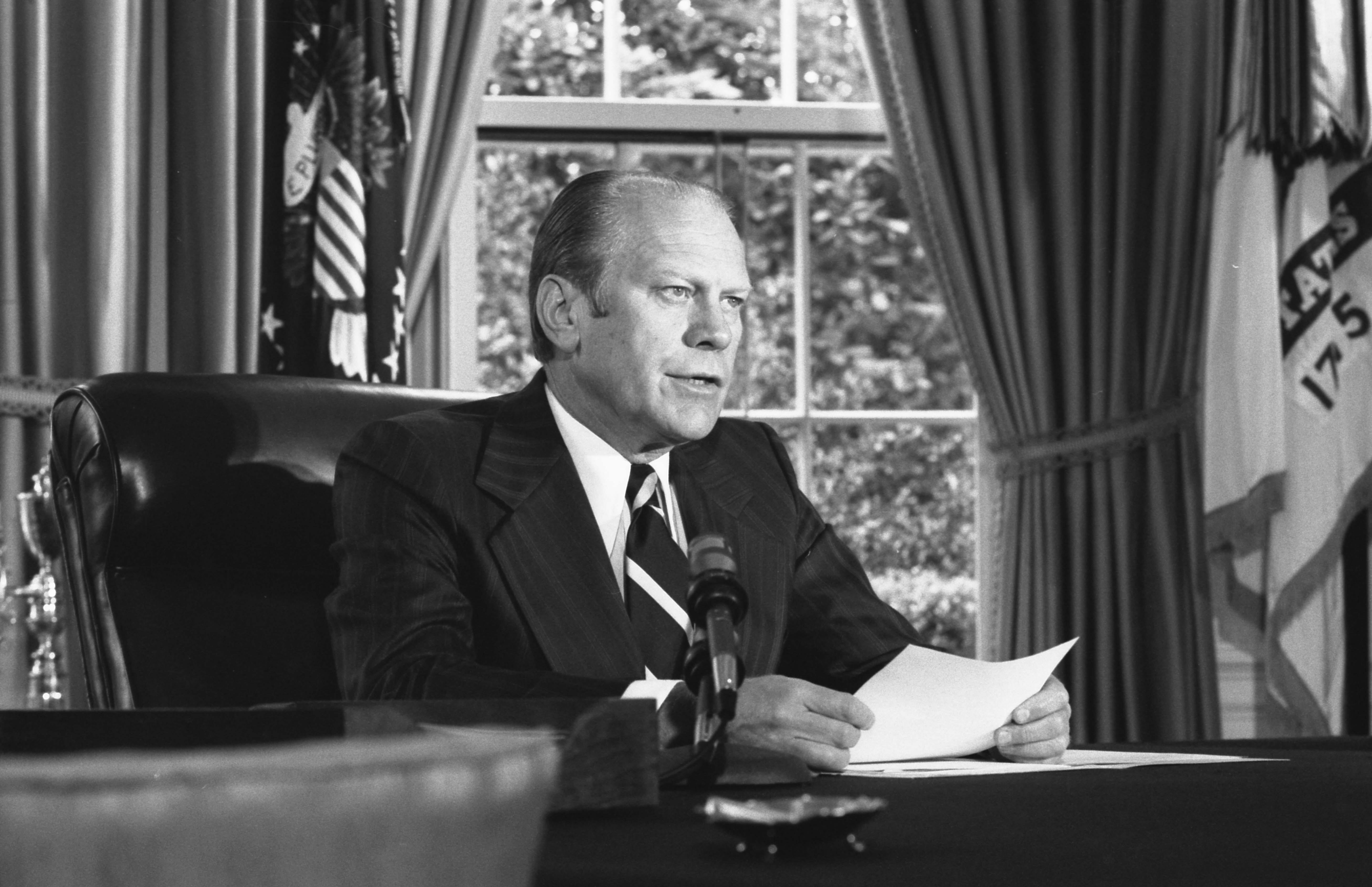 President_Ford_announces_his_decision_to_pardon_former_President_Richard_Nixon_-_NARA_-_7140608