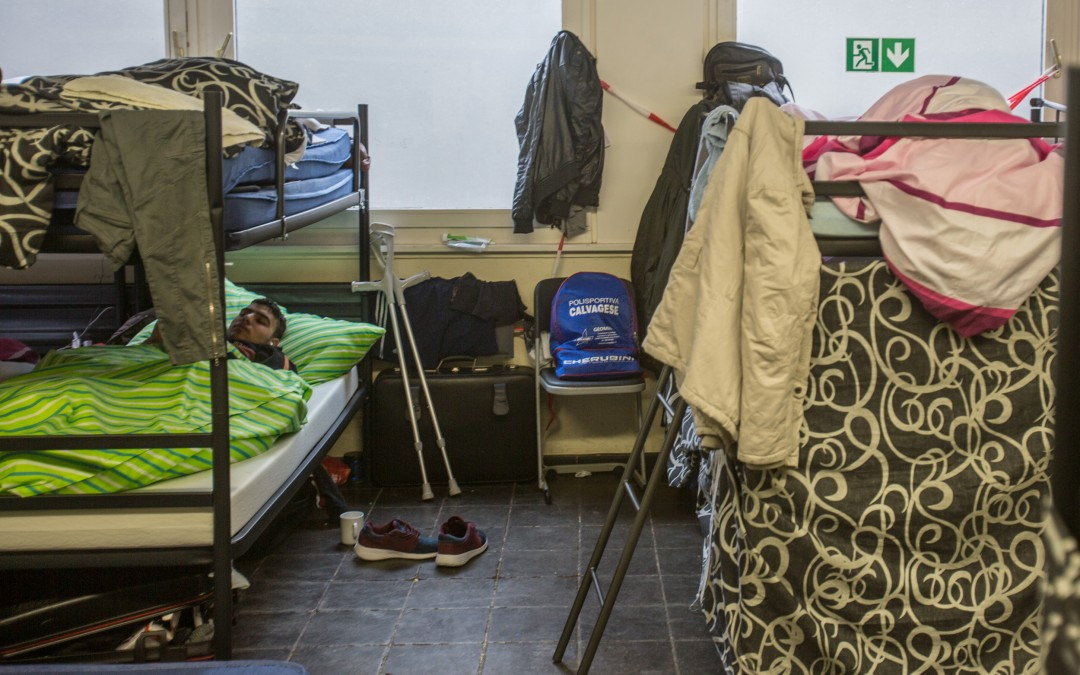 Conditions vary from camp to camp due to the infrastructure and personnel available. In the Leverkusen camp, classrooms are converted into dormitories with bunk beds that sleep around 20 persons.